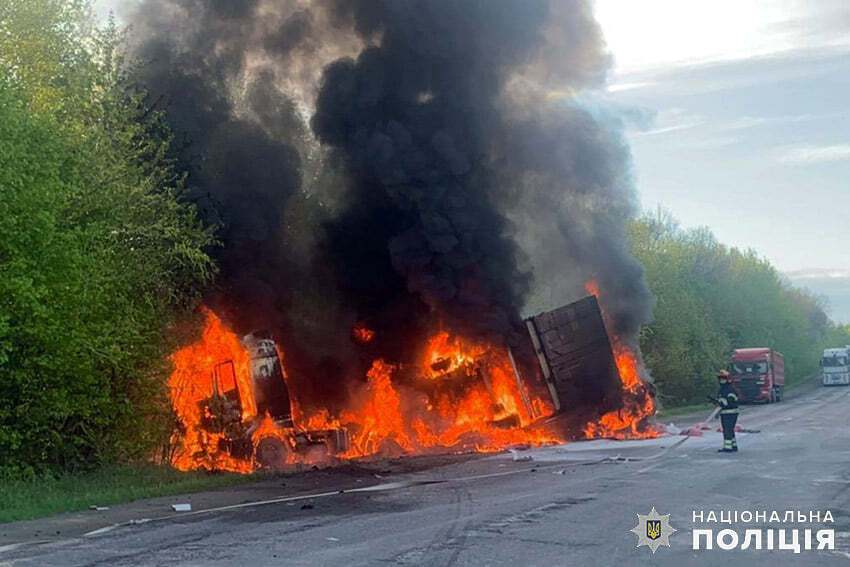 Машины сгорели дотла.