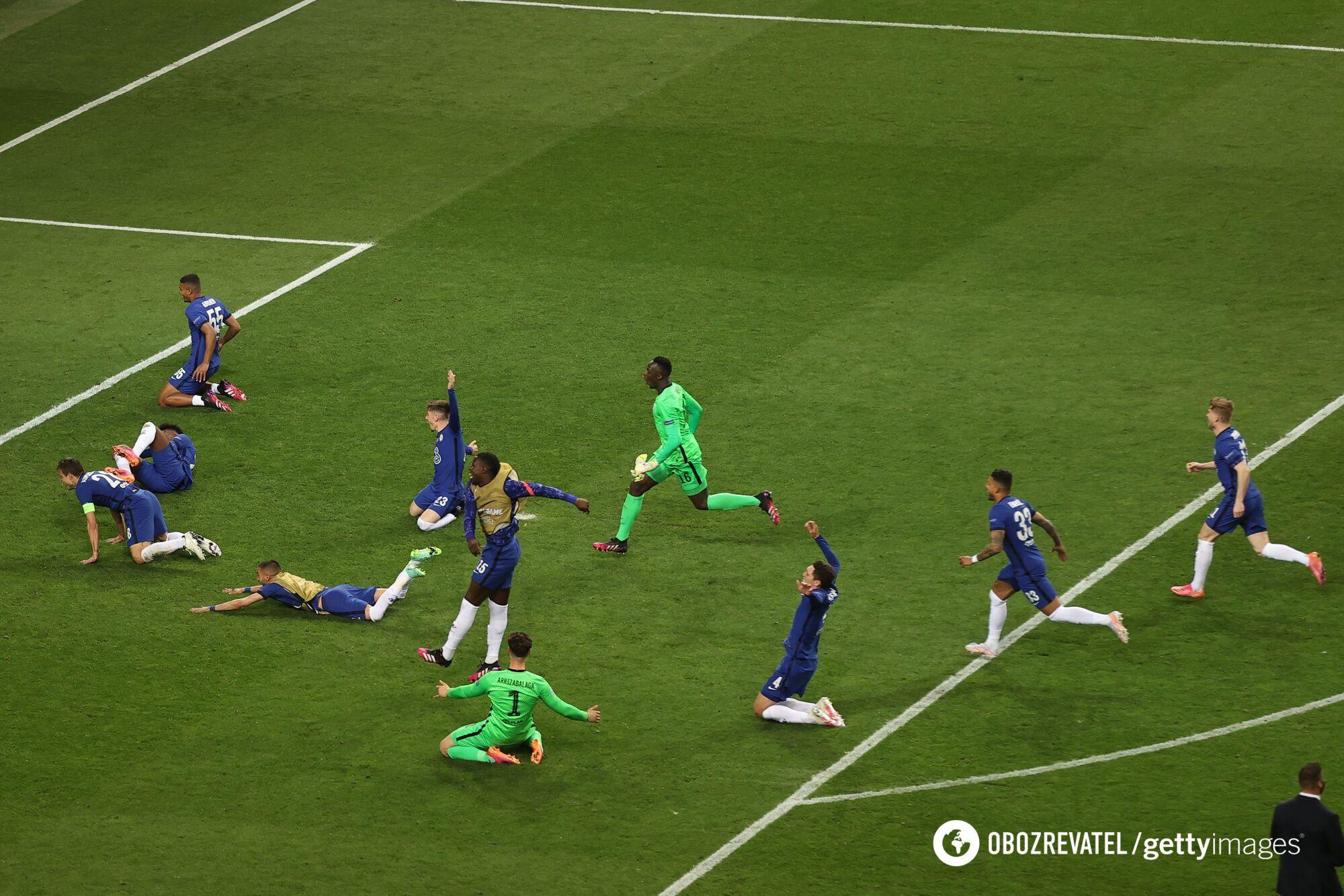 """Футболисты """"Челси"""" празднуют победу."""