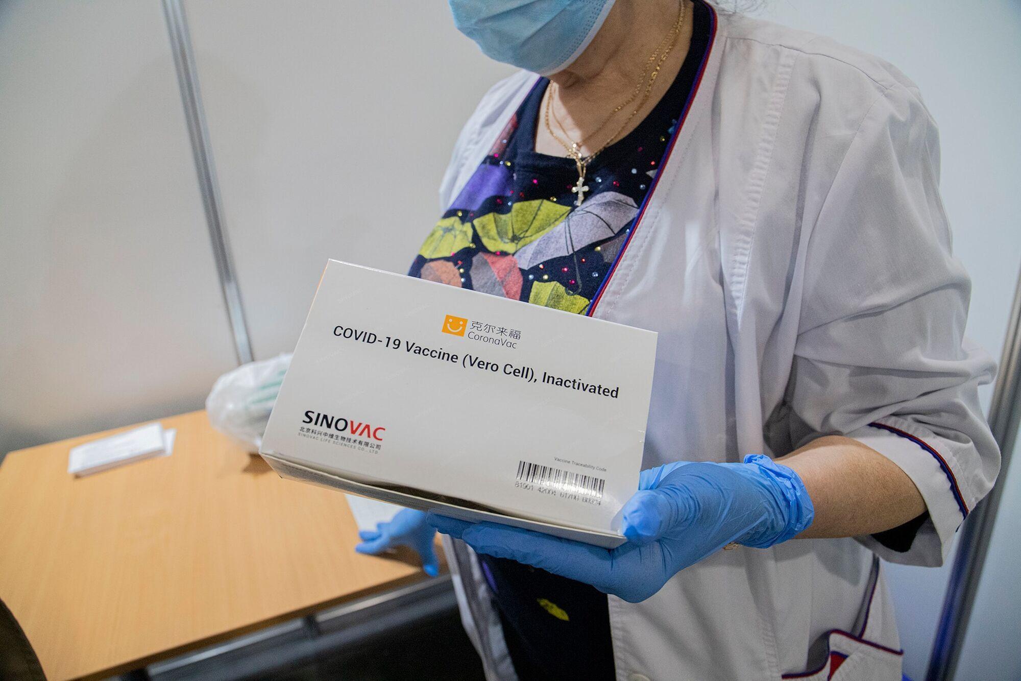 В Киеве за выходные от COVID-19 вакцинировали почти 3,5 тысячи человек