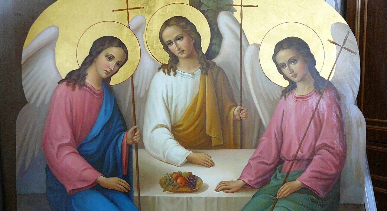 День Святой Троицы прославляет Пресвятую Троицу: Бога Отца, Сына и Святого Духа