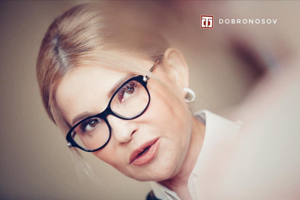Юлия Тимошенко позирует в стильных очках