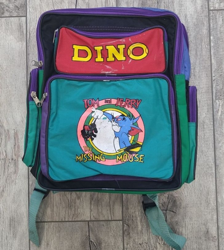 Шкільні рюкзаки в 90-х відрізнялися яскравим дизайном і та різними кишенями