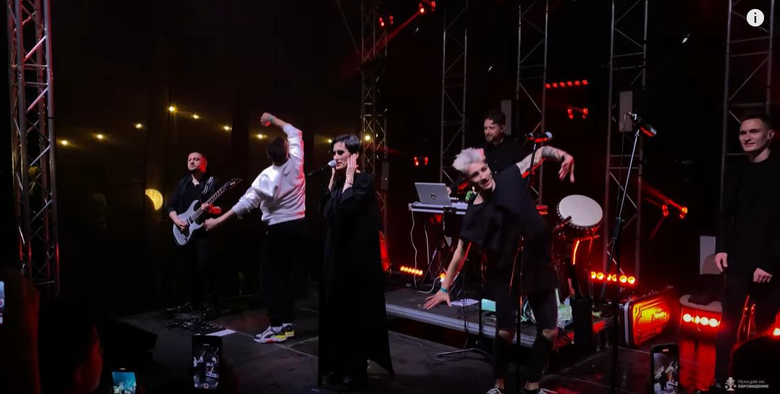 Екатерина Павленко появилась на публике в стильном черном наряде