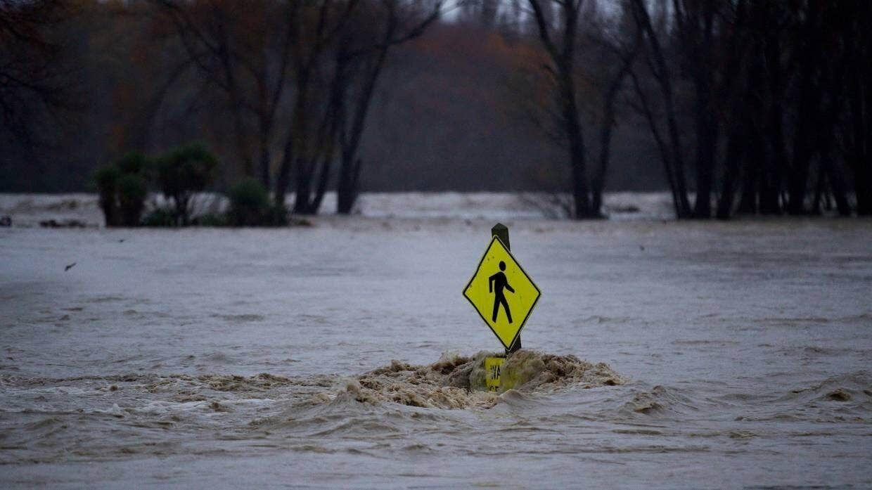 Площа автостоянки та пандус біля річки Ваймакарірі були затоплені