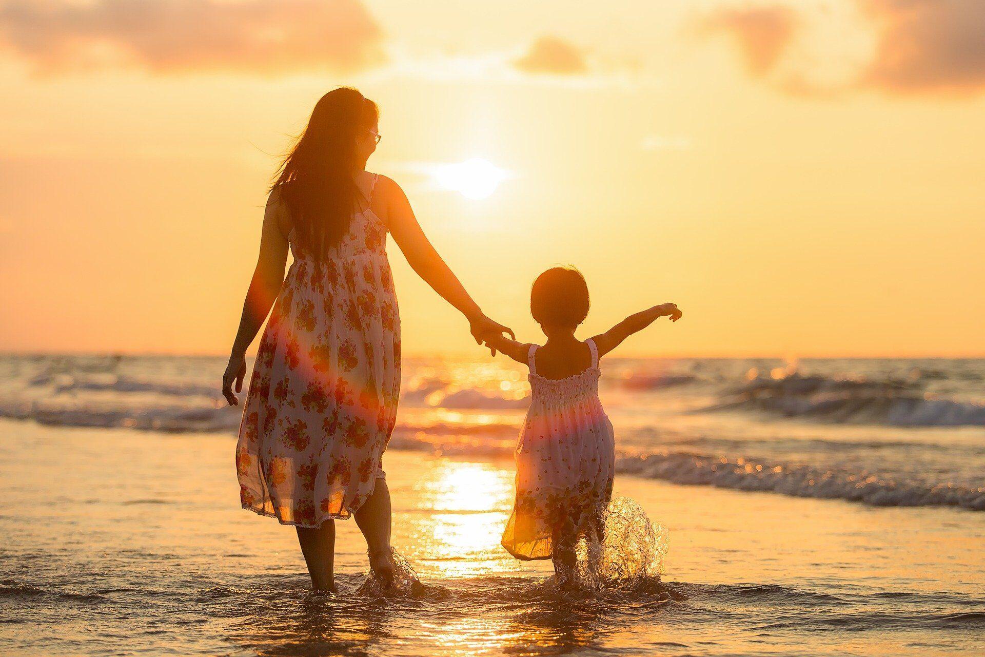 1 июня празднуют Международный день детей и Всемирный день родителей.
