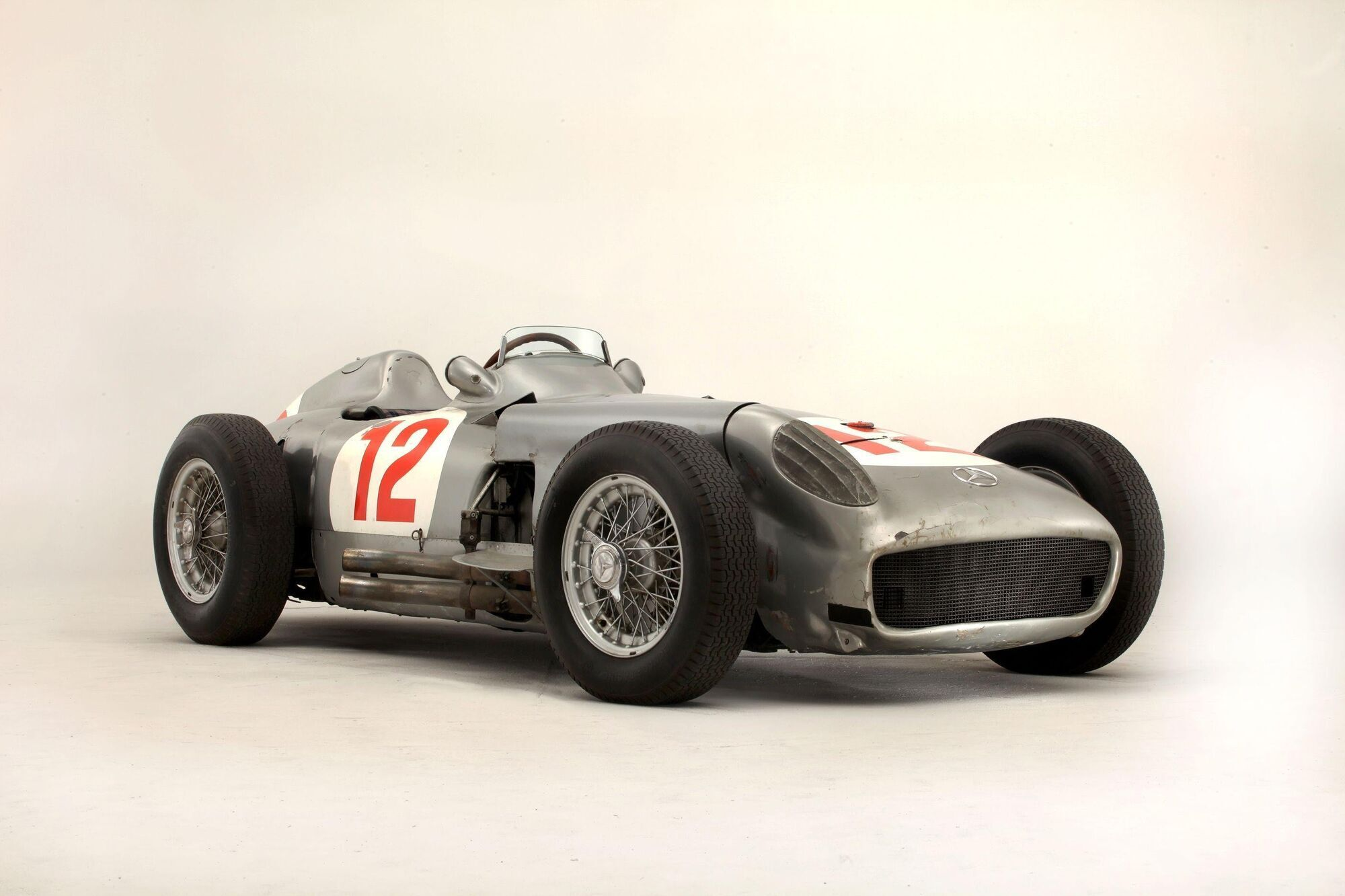 Mercedes-Benz W196, который выиграл Формулу-1 в 1954 году