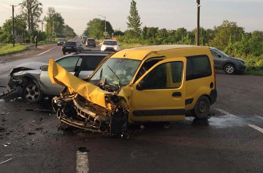 Водитель Audi врезался в Renault