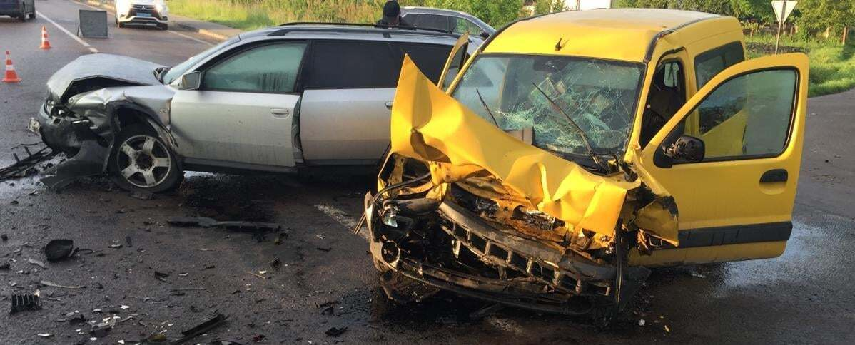 Водитель Renault от полученных травм скончался по дороге в больницу