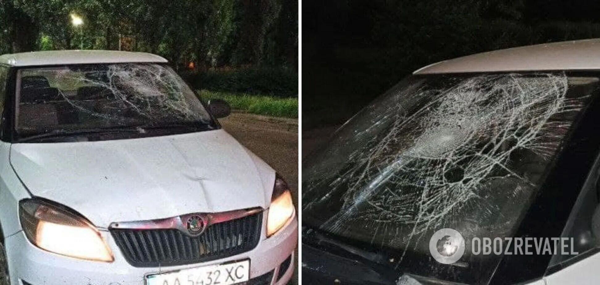 Водитель сбил парня и провез его на капоте.