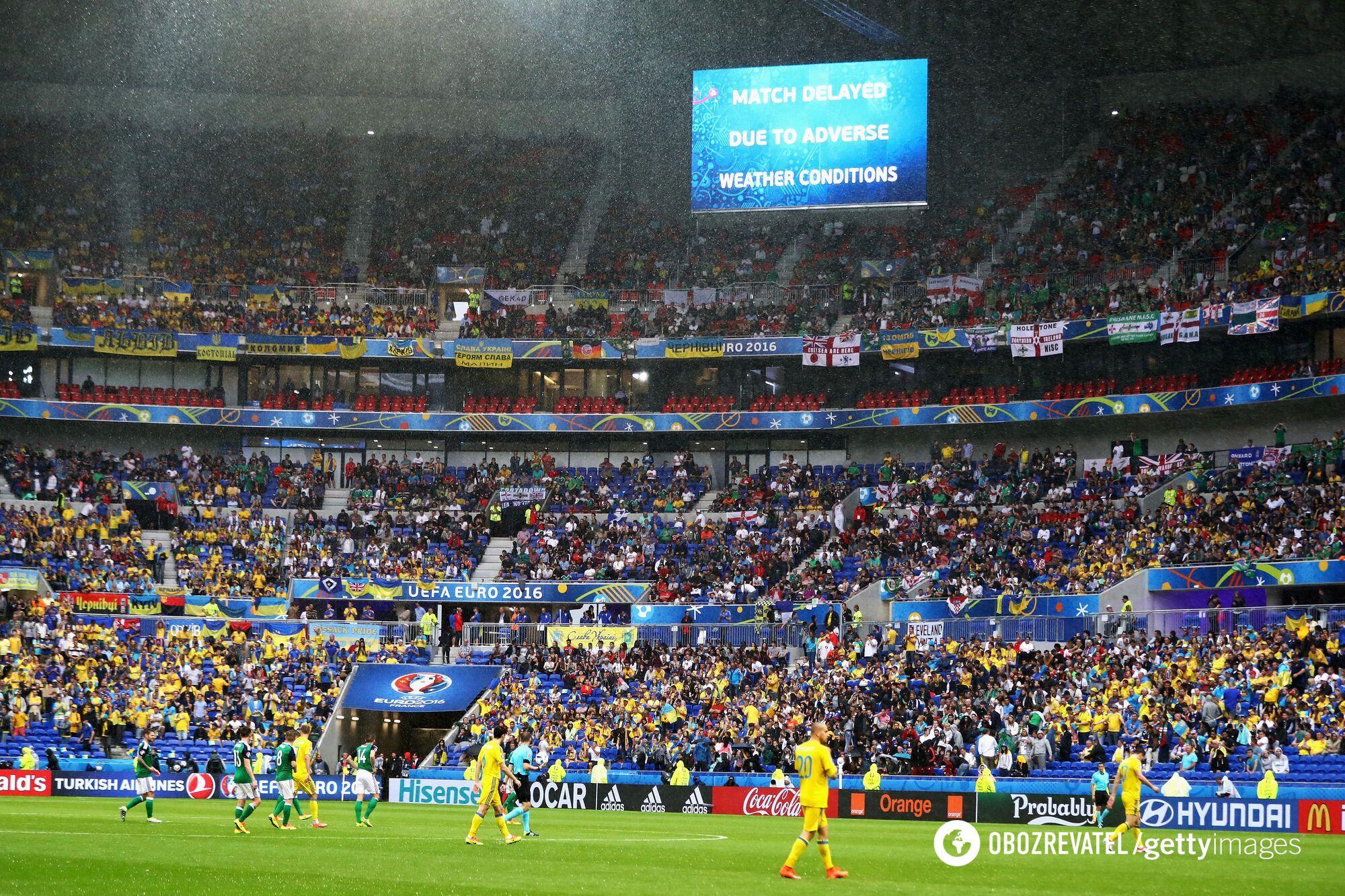 Матч команд на Евро-2016 был прерван из-за дождя.