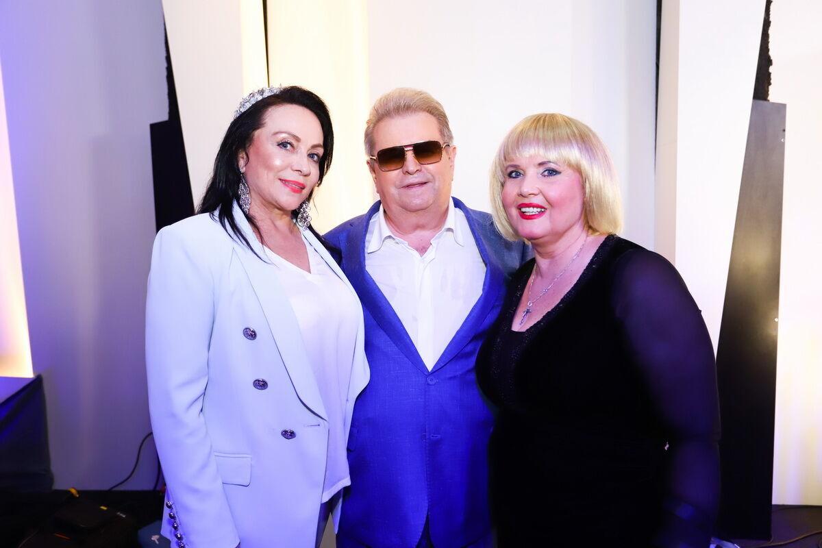 Михаил Поплавский пришел поздравить певицу.