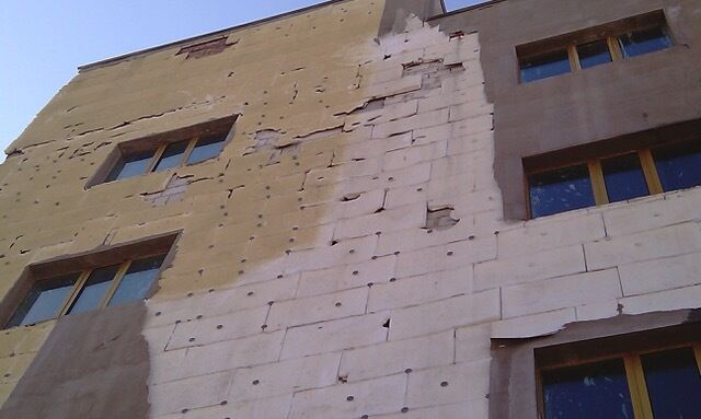 Украинцы утепляют дома, нарушая закон