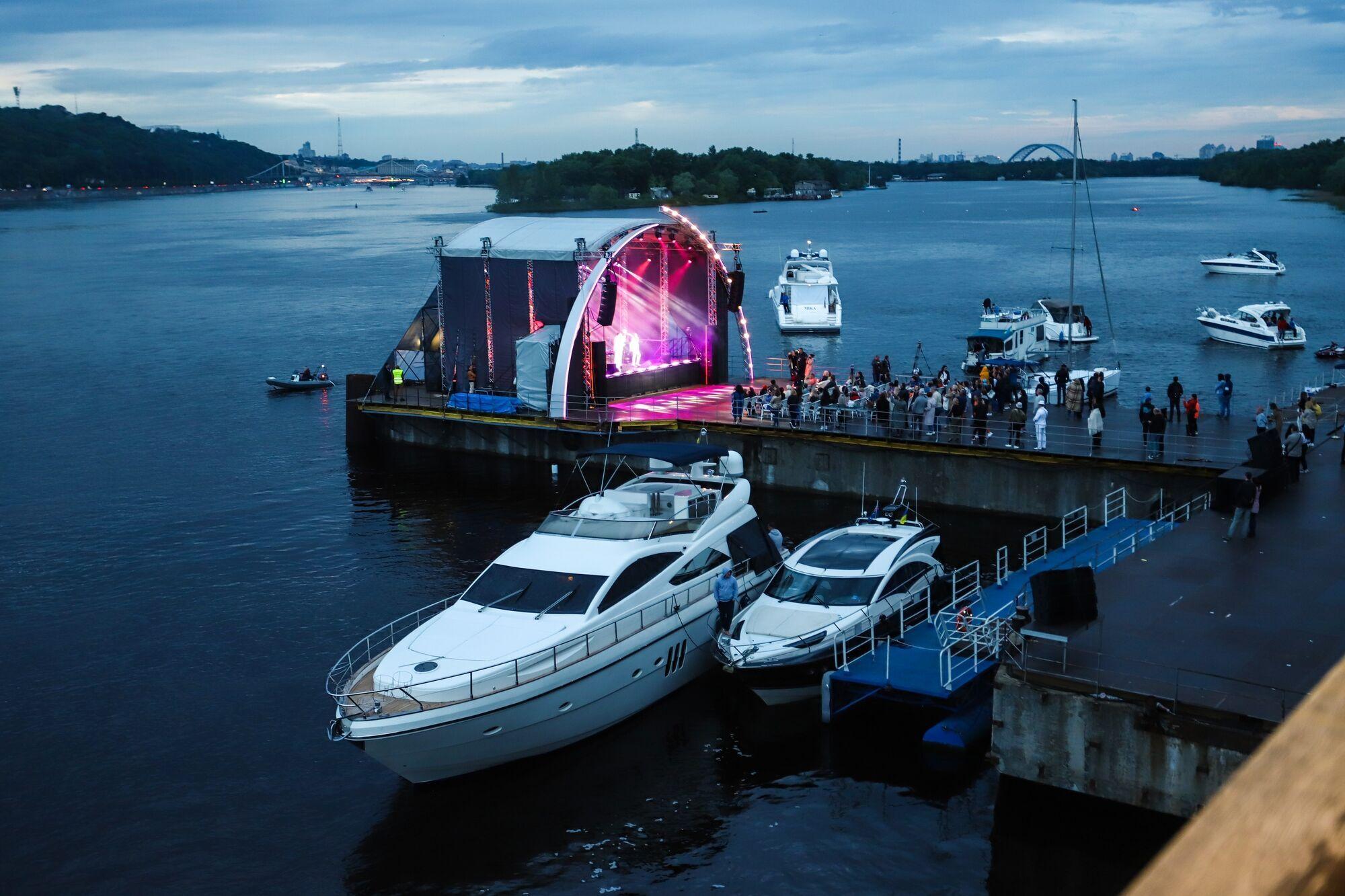 Вечірка відбулася в Києві на березі Дніпра в комплексі Баккара River Party