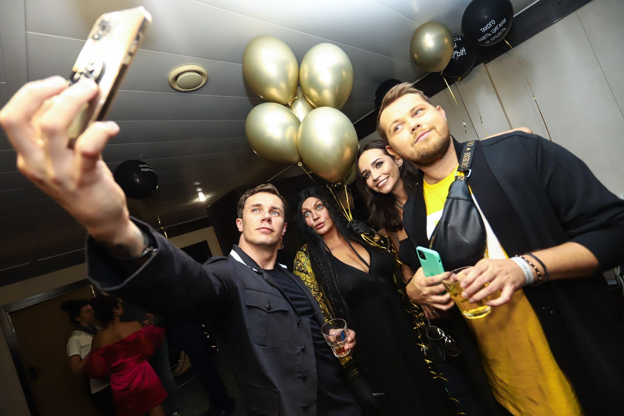 Вечірка з нагоди дня народження Геннадія Вітра