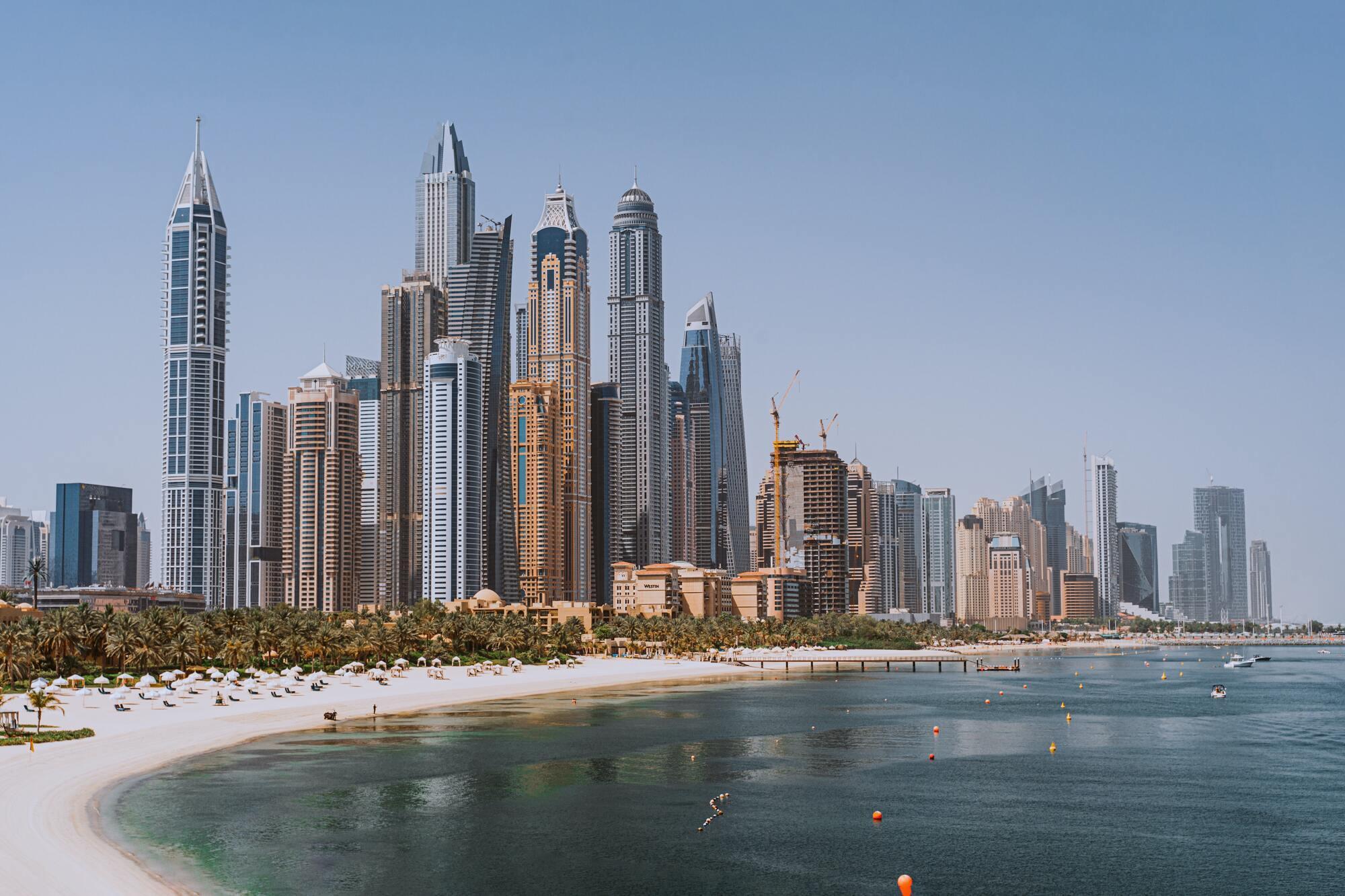 COVID-19 в Дубае сказывается не только на количестве туристов и ограничениях, но и на ценах.