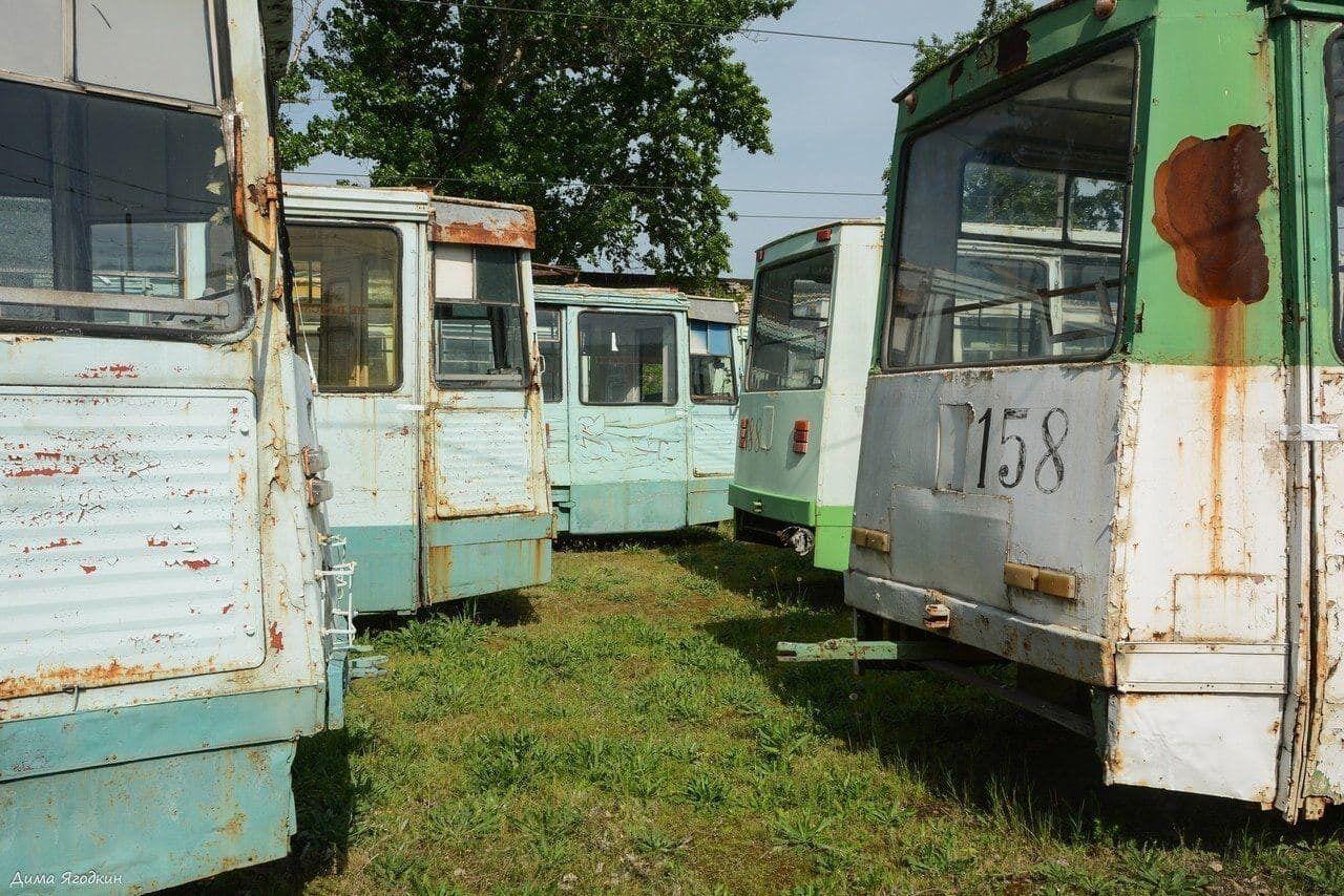 Трамваї в Луганську іржавіють і гниють просто неба