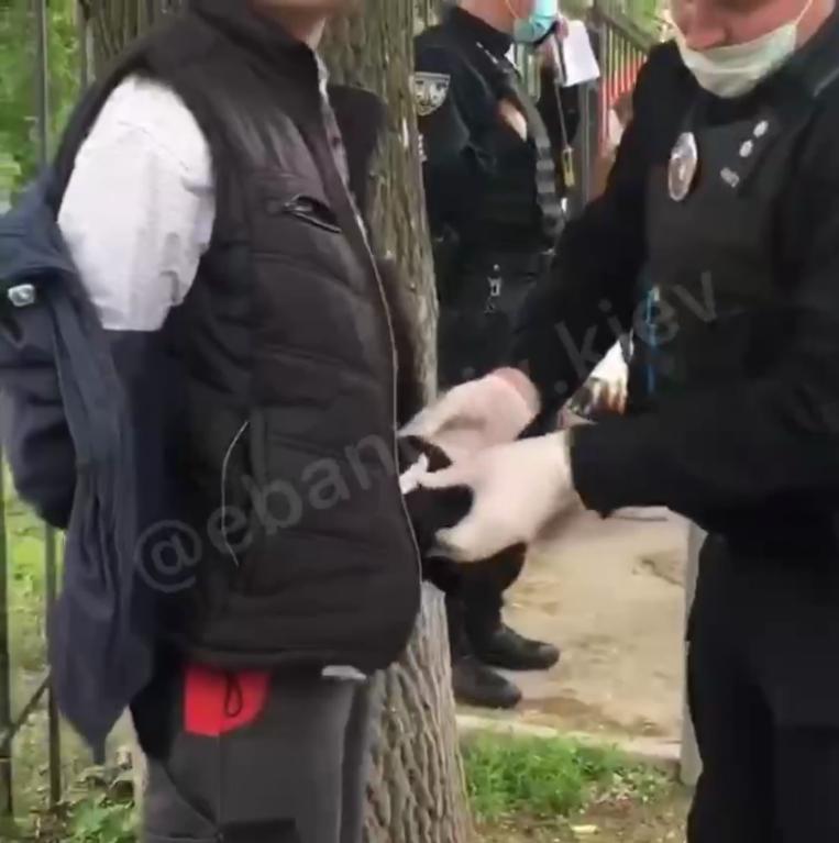 Полицейские провели обыск