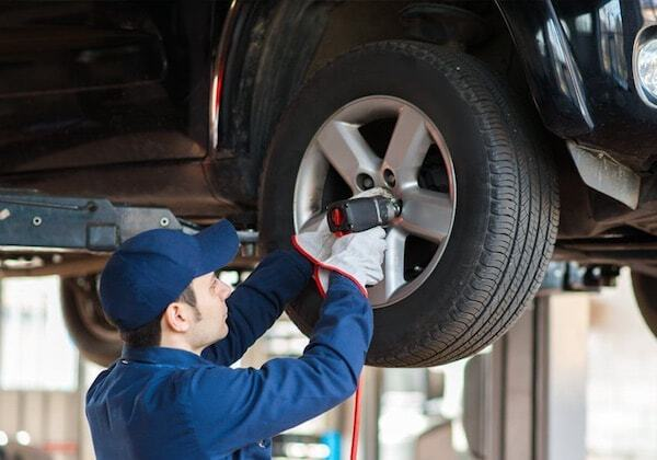 На шиномонтаже предлагают закачивать газ, но это ничего не дает