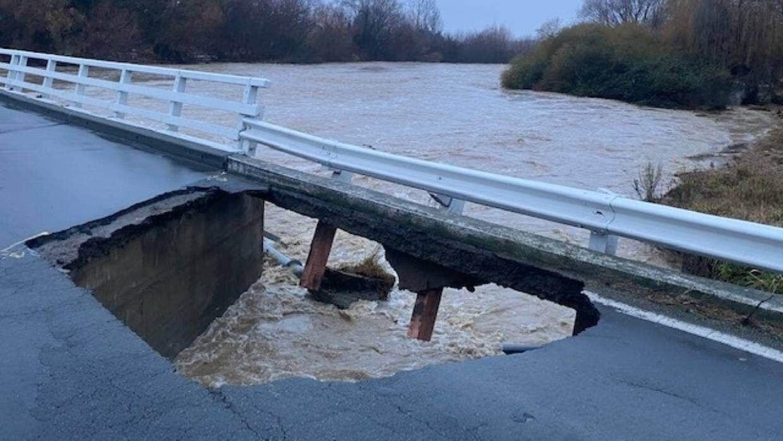 Пошкодження мосту через річку Вайхі