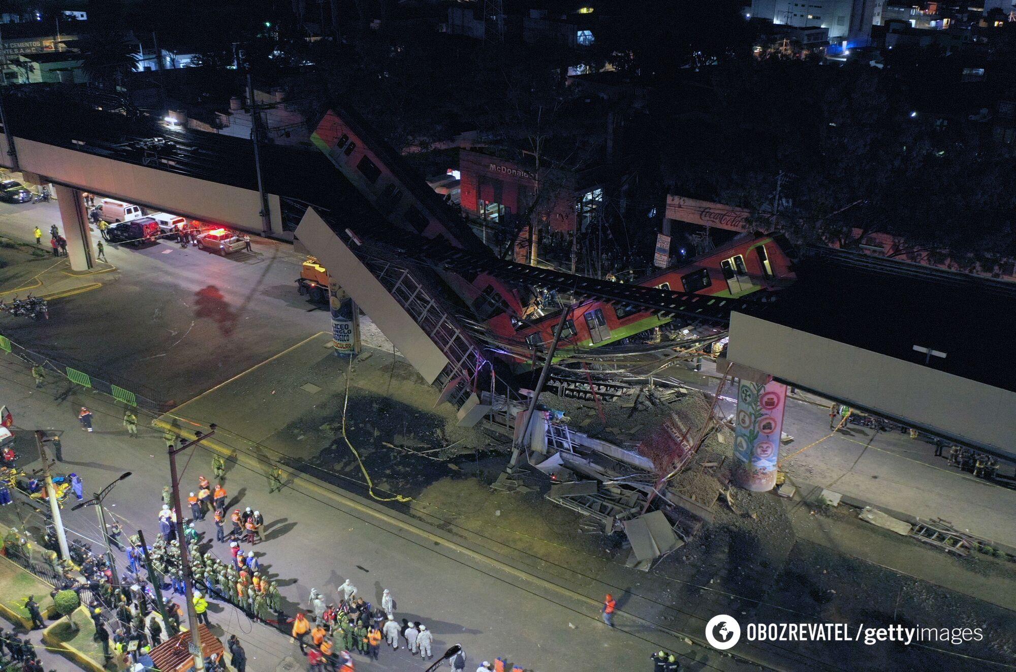 В Мексике вагоны метро рухнули с эстакады, много погибших и раненых. Фото и видео