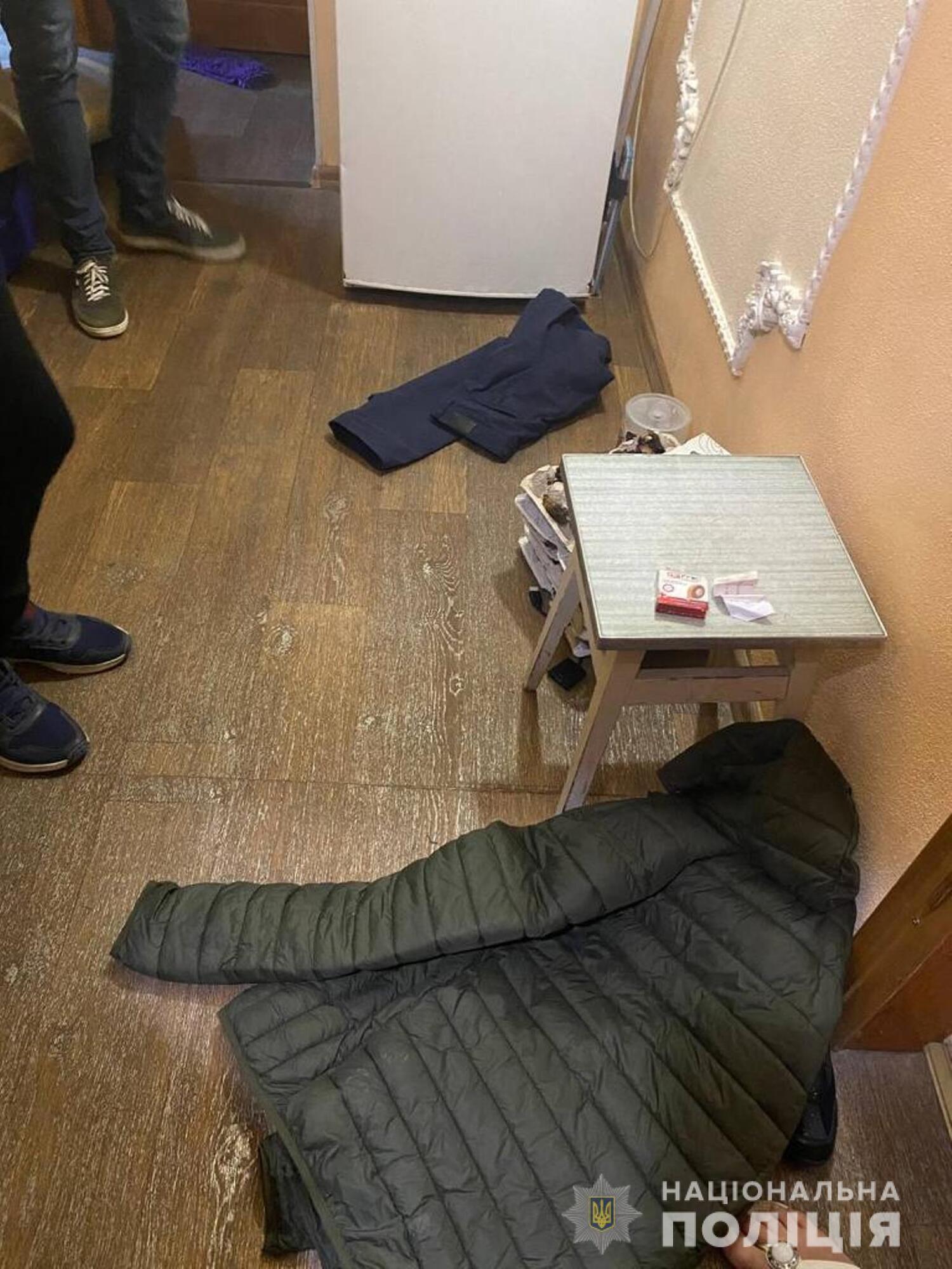 Момент обшуку житла підозрюваного в скоєнні подвійного вбивства в Харкові