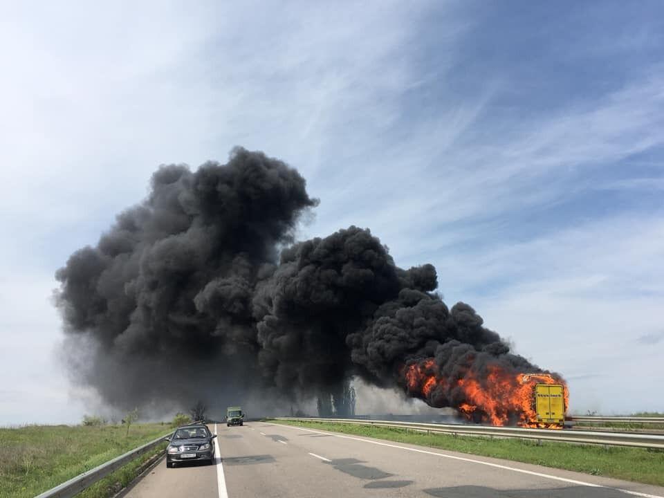 Под Одессой сгорел пассажирский автобус. Видео