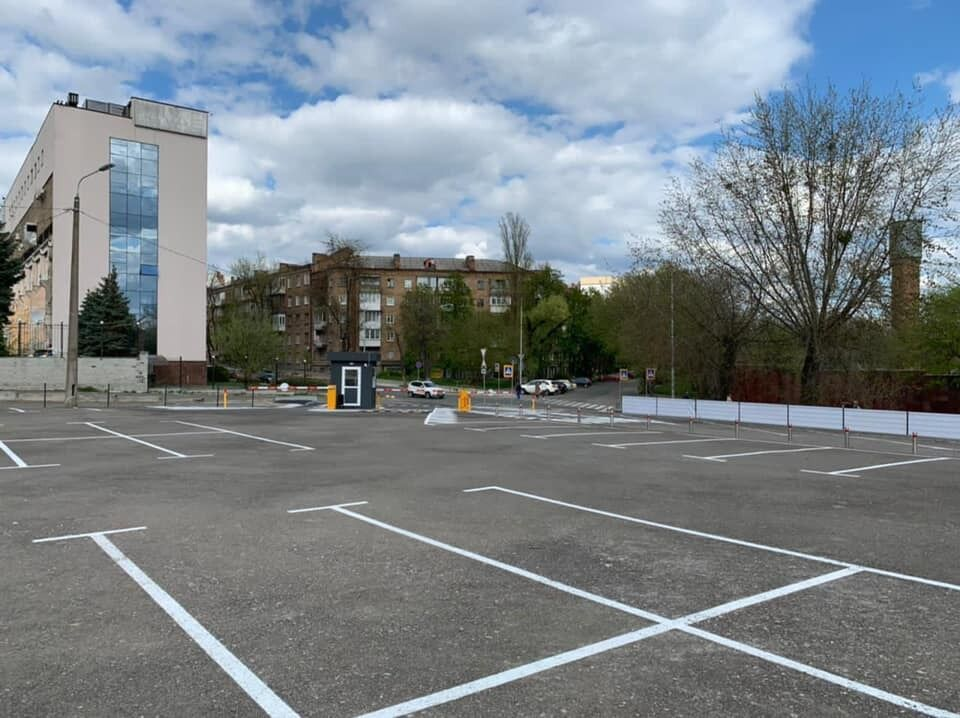 Біля зоопарку відкрили ще одну парковку.