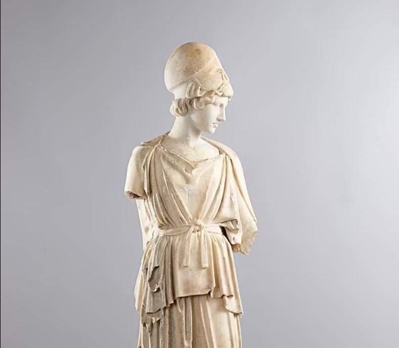 У 2016 році митники конфіскували скульптуру, яка була частиною партії предметів інтер'єру на ім'я Кардаш'ян