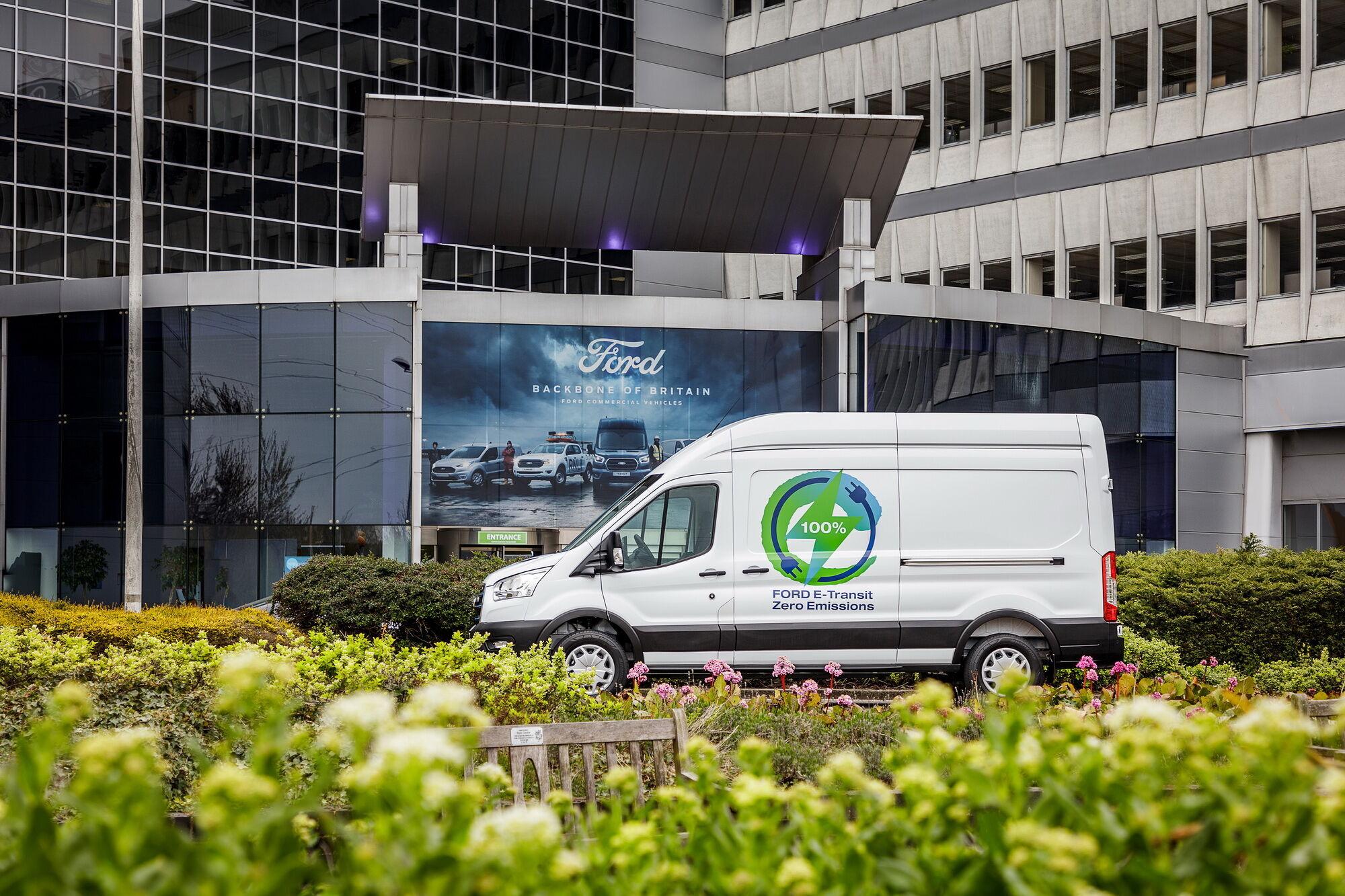 Вантажна зона E-Transit є уніфікованою з моделями Transit з ДВС