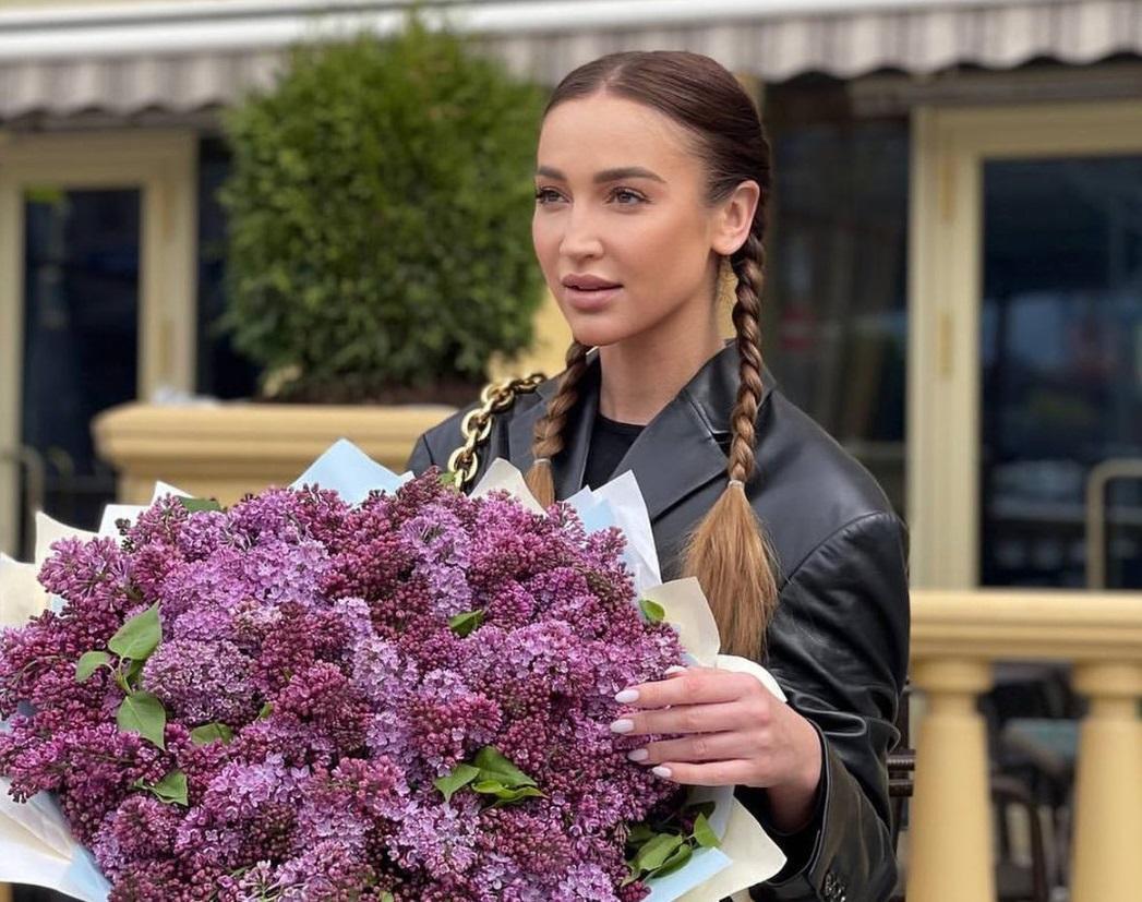 Российская телеведущая и певица Ольга Бузова