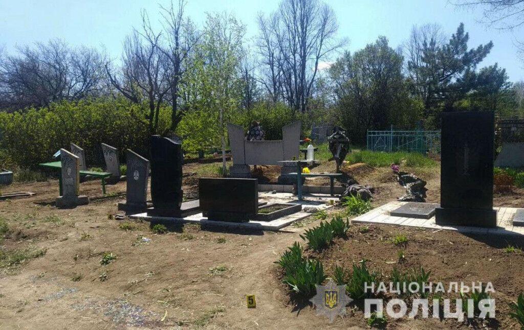 На Донеччині на кладовищі від вибуху загинув чоловік. Фото