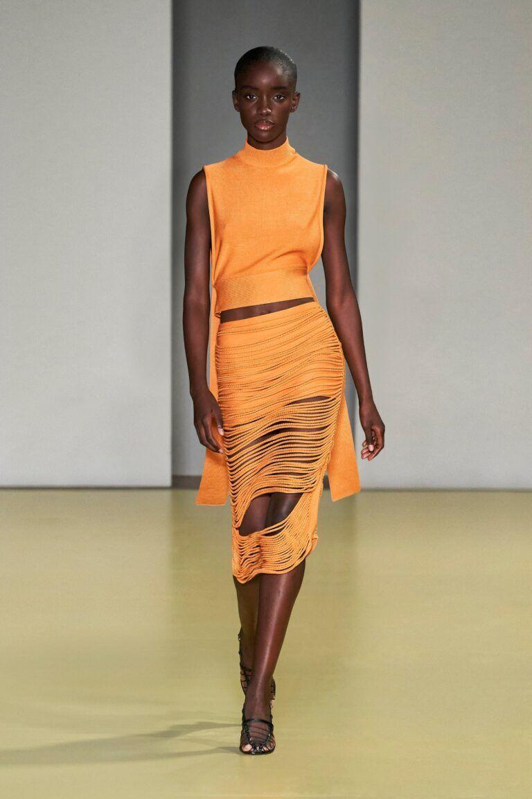 Модна сукня в помаранчевому кольорі від Salvatore Ferragamo