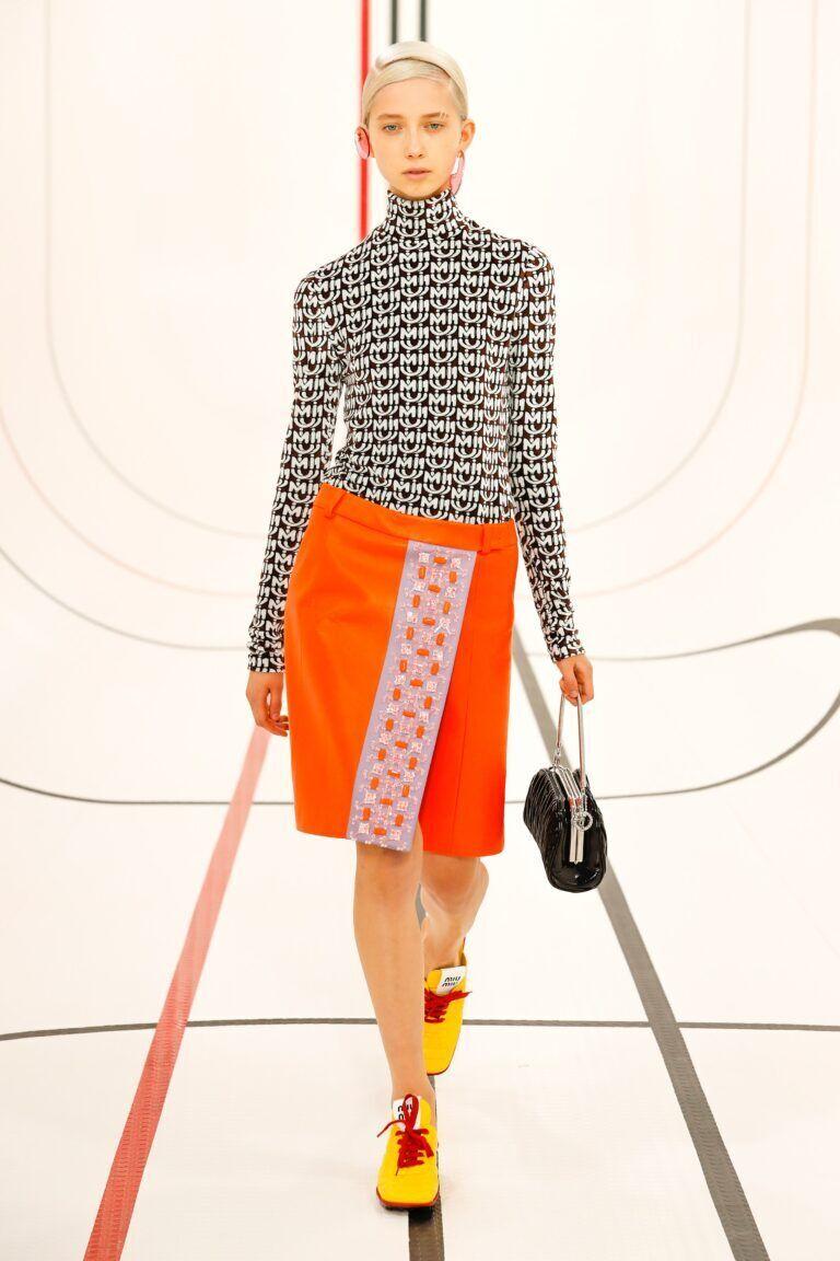Як носити хіт сезону – помаранчевий колір