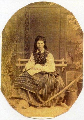 Олена Пчилка позировала в вышиванке.