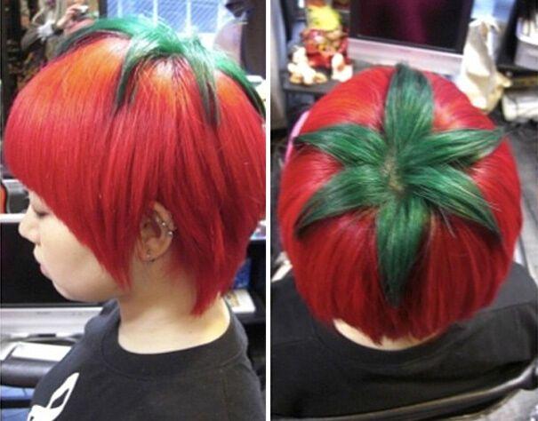 В Японии девушки экспериментируют с цветом волос.
