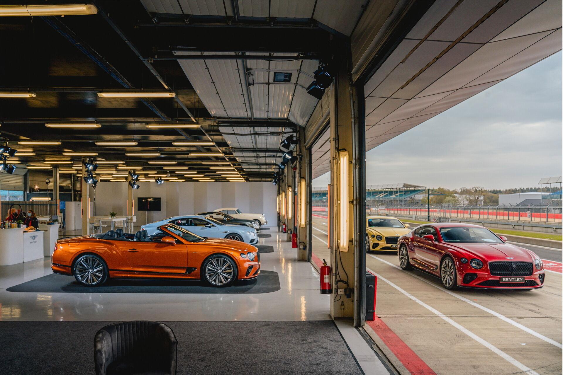 Презентация Continental GT Speed прошла на знаменитом гоночном треке в Сильверстоуне.