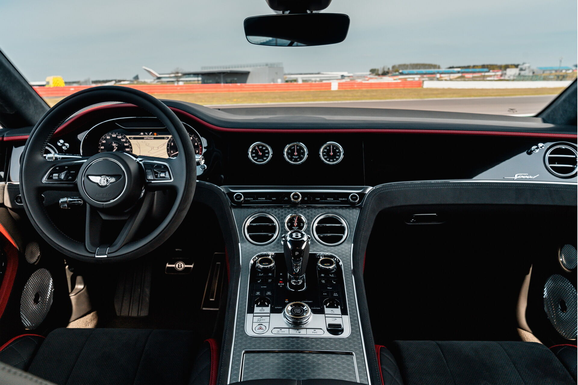 8-ступенчатая DCT в режиме Sport переключается вдвое быстрее, чем на обычном Continental GT.