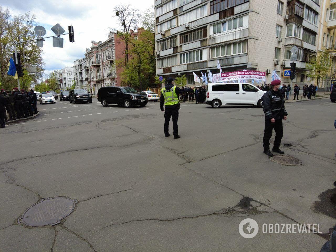 По пути следования кортежа Блинкена стояла полиция