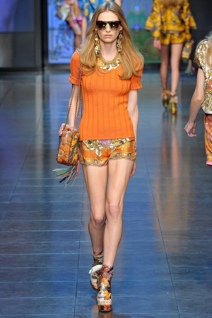 Модний костюм у помаранчевому кольорі від D&G