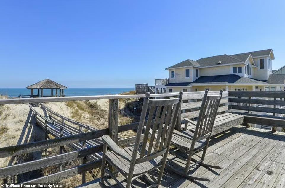 В конце августа аренда пляжного домика на неделю обойдется в 3505 долларов