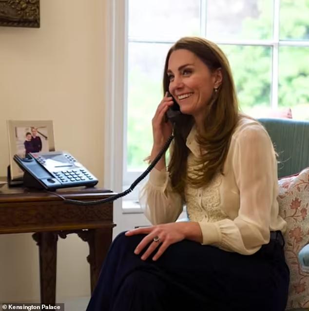 Герцогиня Кембриджская Кейт Миддлтон появилась на публике в блузке Whistles