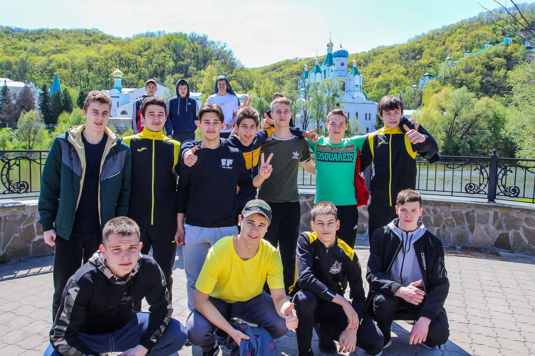 Фонд Бориса Колесникова устраивал для хоккеистов экскурсии в Святогорск
