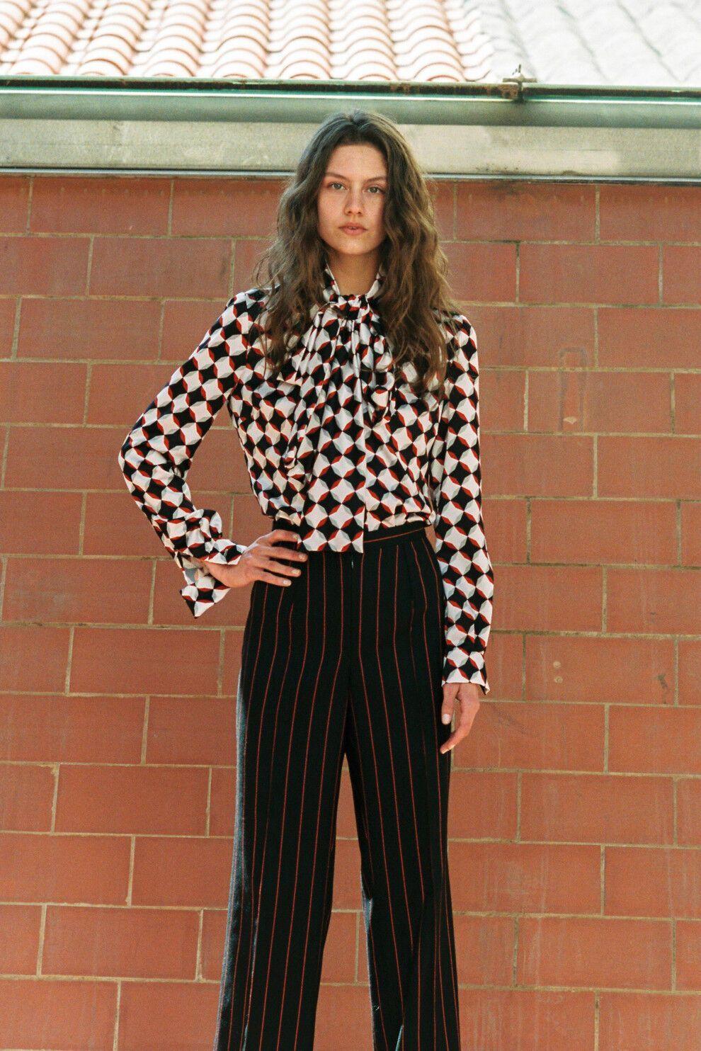Блуза Joaquin Valette, брюки Gucci, взуття Steve Madden