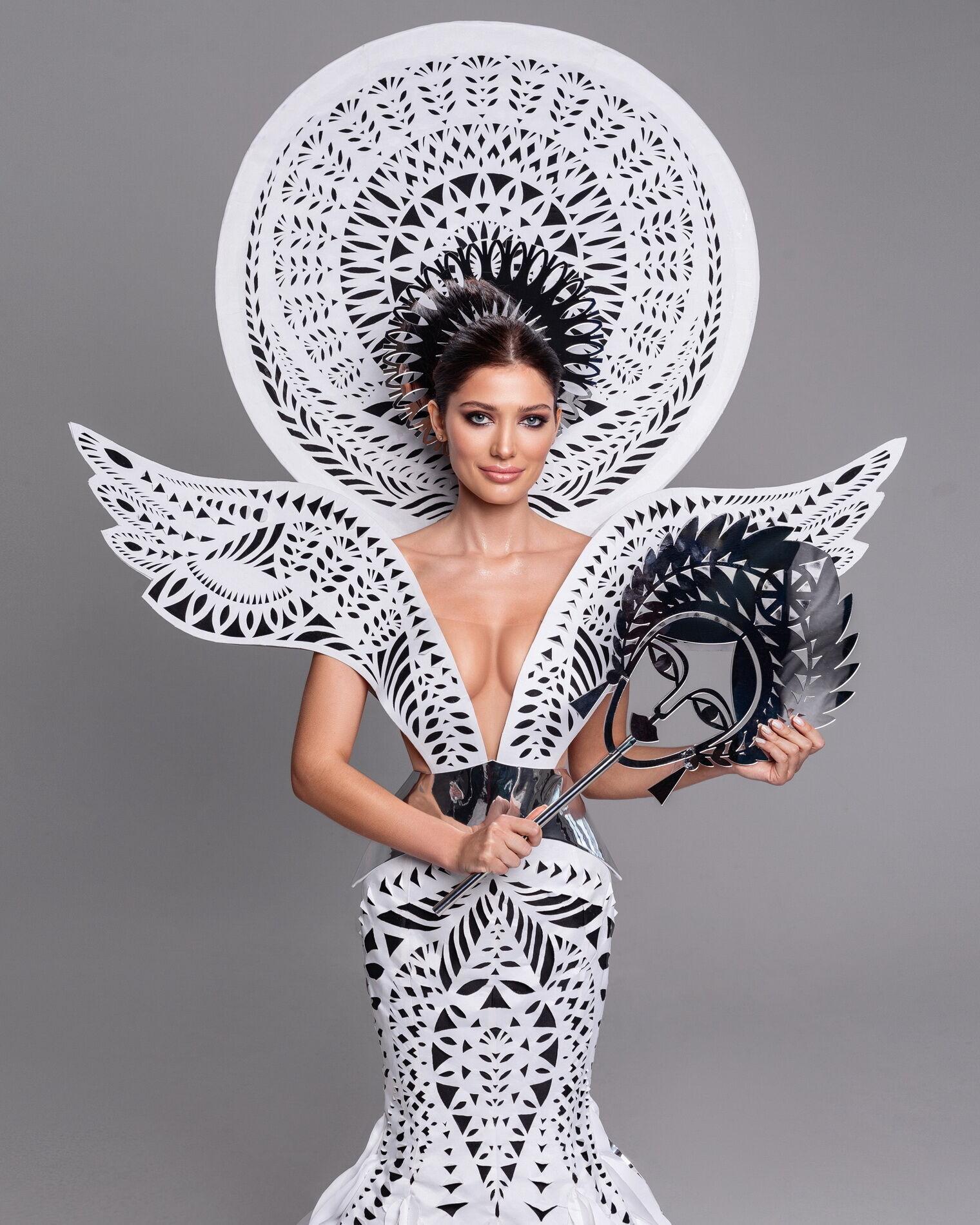 Национальный костюм, который Ястремская представит в финале конкурса