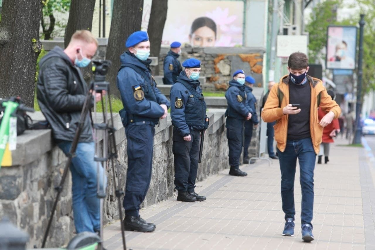 На Михайловской площади дежурит полиция