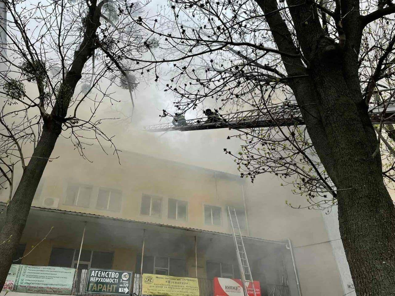 Пожар тушили несколько часов.