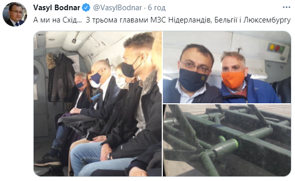 Представители МИД в вертолете