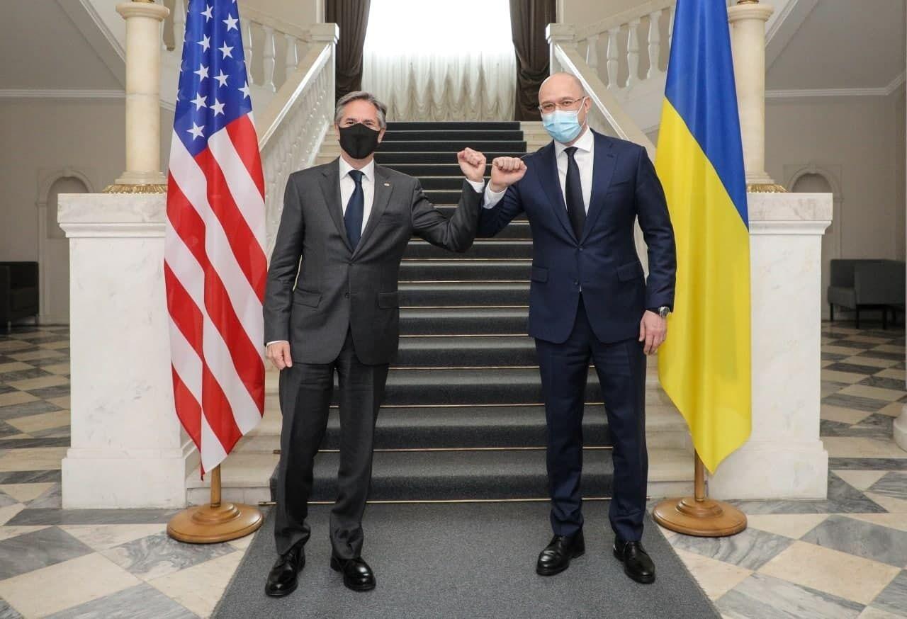 Денис Шмигаль вітається з Ентоні Блінкеном