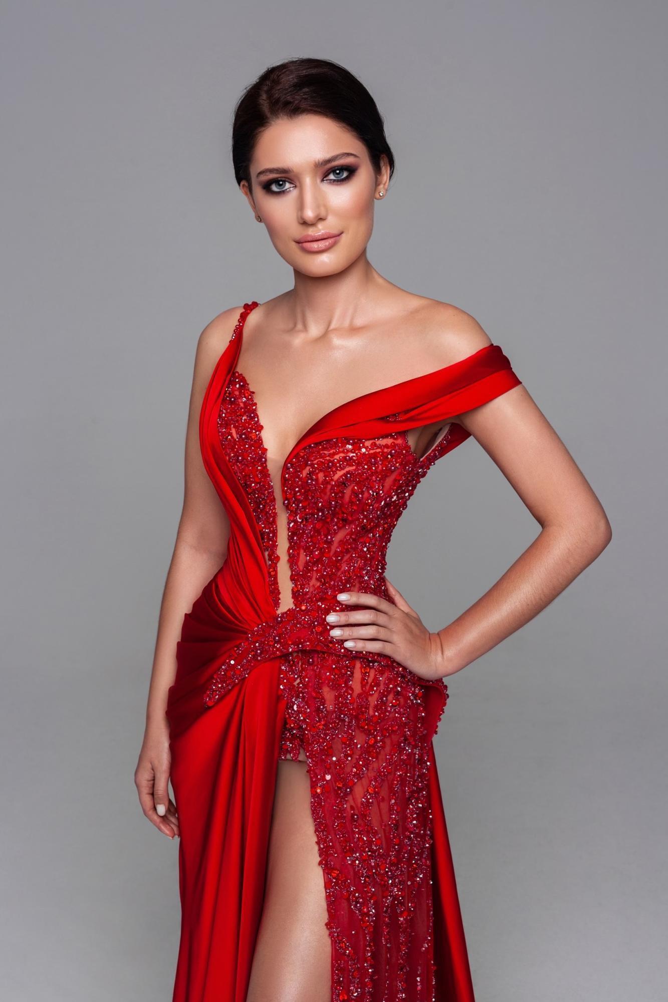Платье для участия в конкурсе – его пошил модный дом Maxima