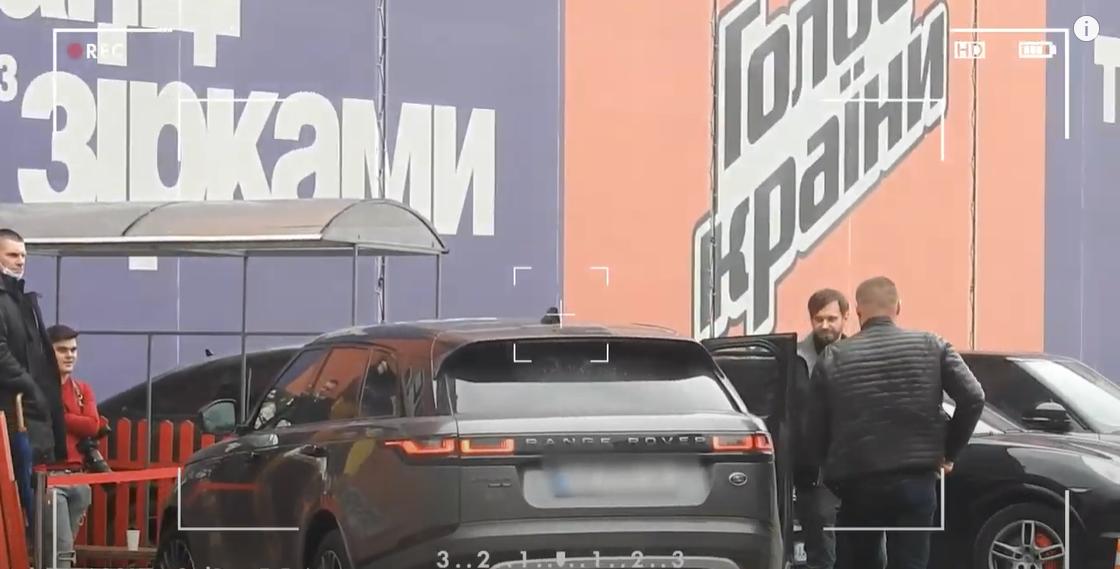 Тина Кароль в повседневной жизни разъезжает на элитном автомобиле марки Range Rover